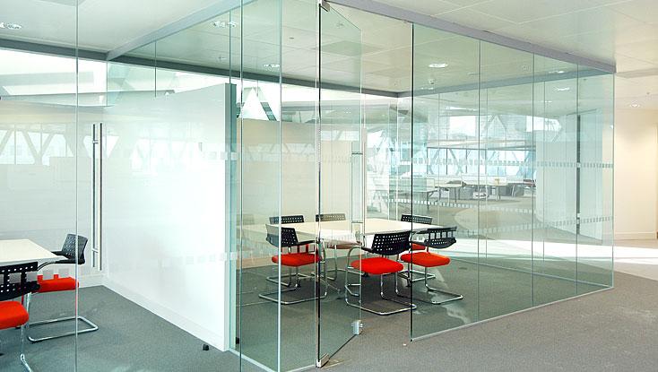 Vách ngăn kính cường lực là sự lựa chọn tốt nhất cho mọi công trình kiến trúc