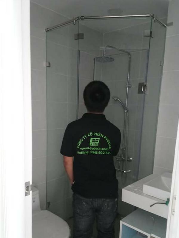 Vách tắm kính 120 độ