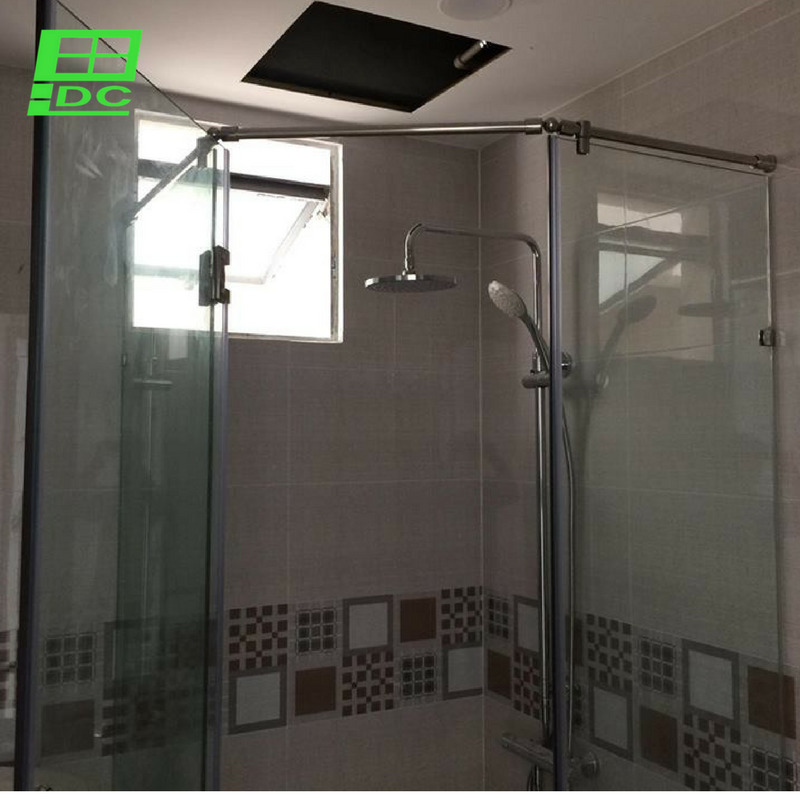 Vách tắm kính cường lực vát góc 135 tại chung cư Everich