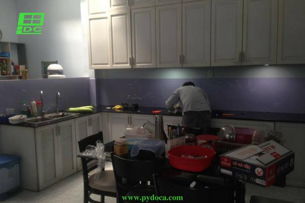 Kính ốp tường bếp