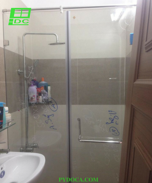 Phòng tắm kính tại Gò Vấp