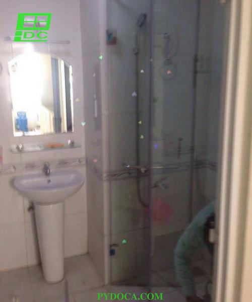 Phòng tắm kính tại quận 12