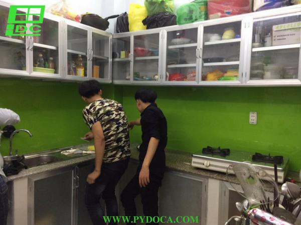 Lắp kính ốp bếp tại Gò Vấp