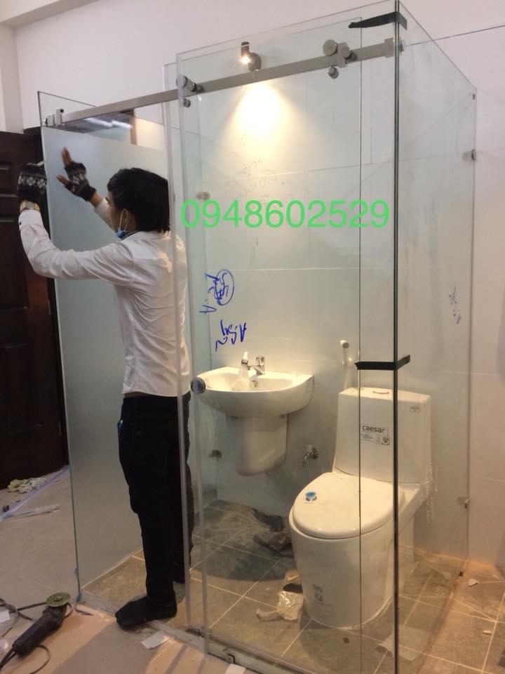 Phòng tắm kính lùa