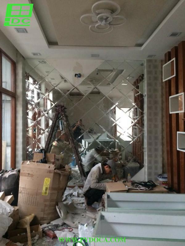 Lắp kính thủy ốp tường