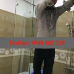 Lắp phòng tắm kính cửa mở