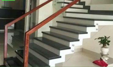 Thi công cầu thang lan can kính