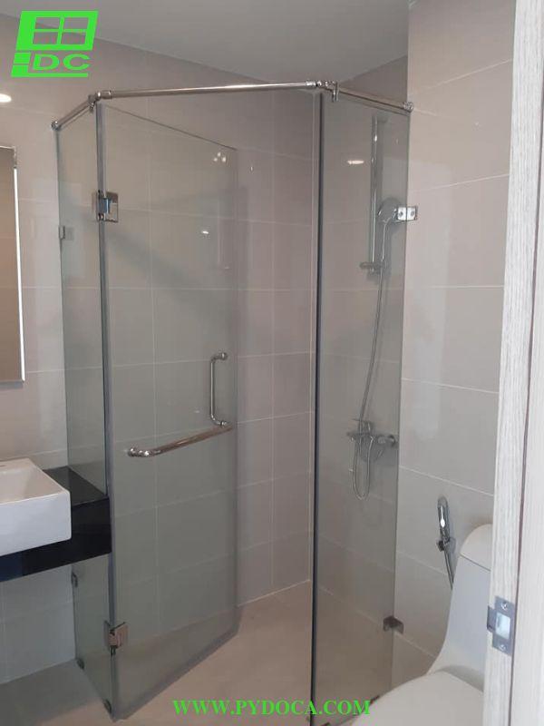 Vách tắm kính lắp đặt hoàn thiện